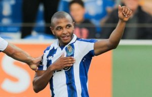 YacineBrahimi-iconsport_glo_111216_93_77